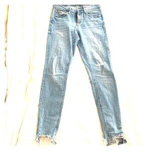 Zara woman skinny frayed jeans size 4